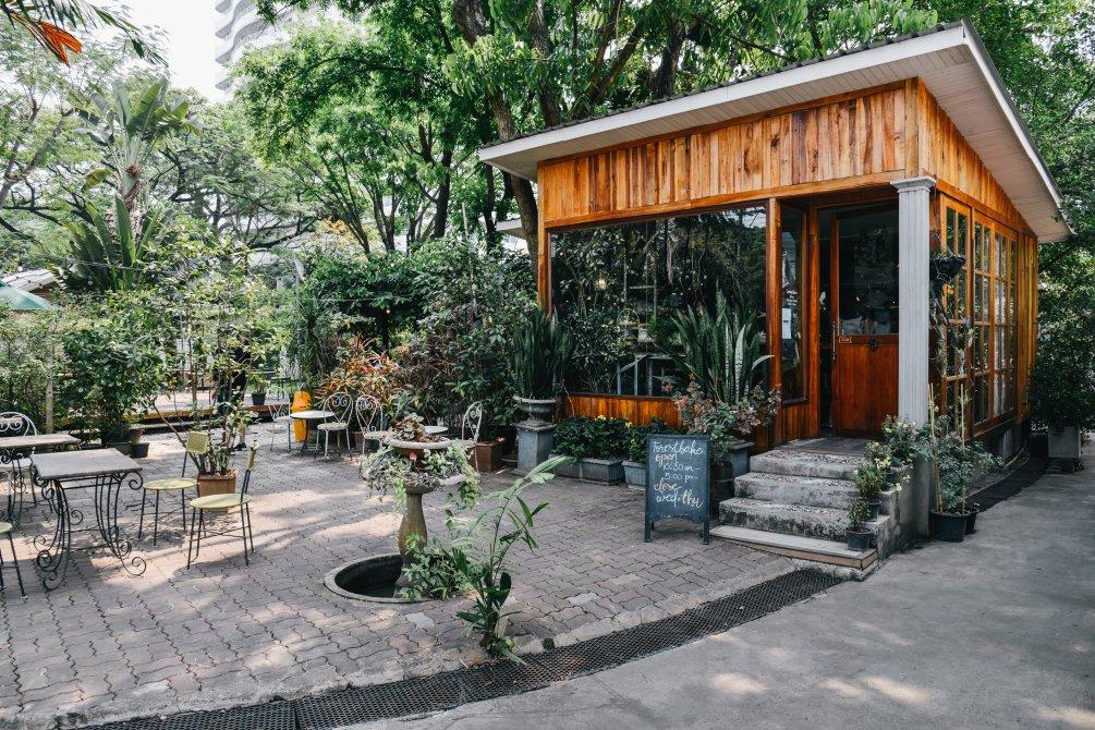 วิธีการตกแต่งร้านกาแฟในสวนให้กลายเป็นร้านกาแฟน่านั่ง